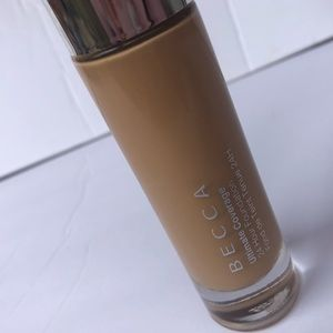 BECCA ULTIMATE COVERAGE 24 HOUR FOUNDATION /OLIVE